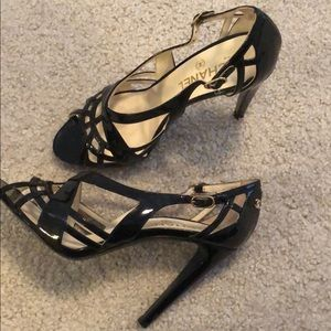 CHANEL BLACK PATENT LEATHER STRAPPY HEELS 39/5